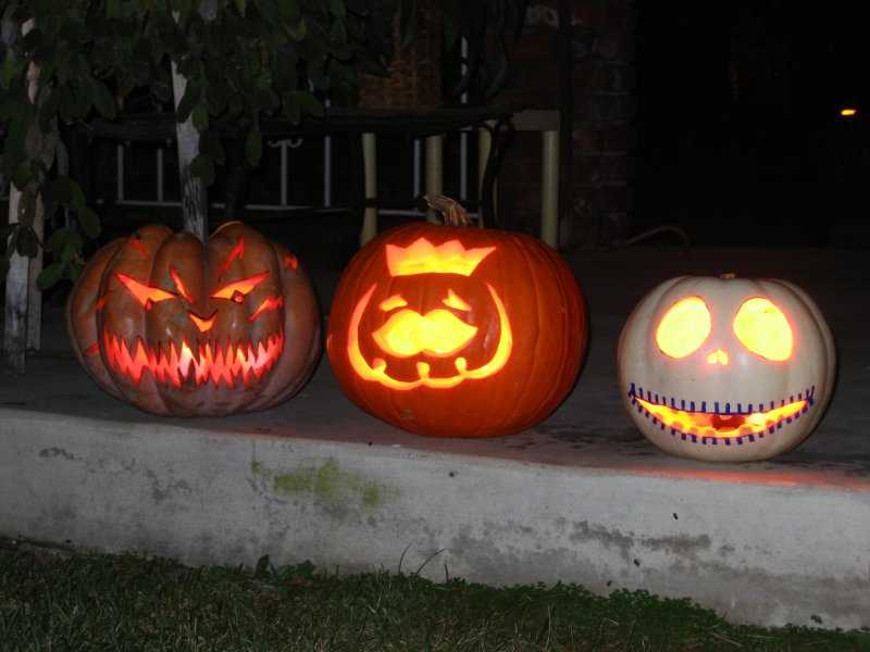 Jack-o-lanterns with flash